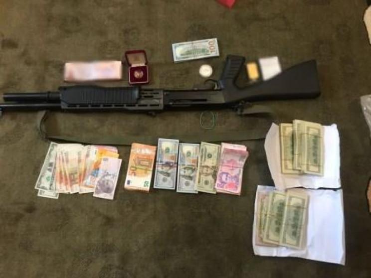 У Дніпрі зловмисники викрали у загиблого бізнесмена 200 000 доларів