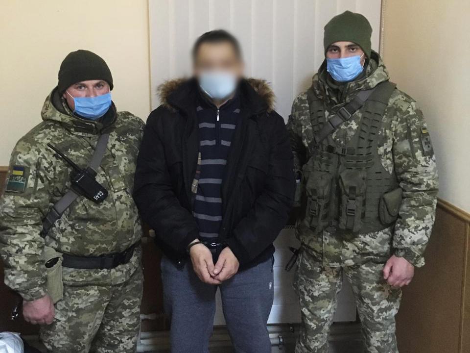 На кордоні з РФ затримали підозрюваного у скоєнні низки злочинів, якого шукали 4 роки