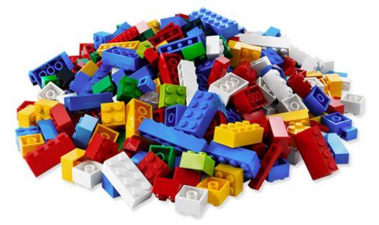 """Пластмасові """"цеглинки"""": Дніпропетровщина отримала майже 36 тисяч наборів конструктору для школярів"""