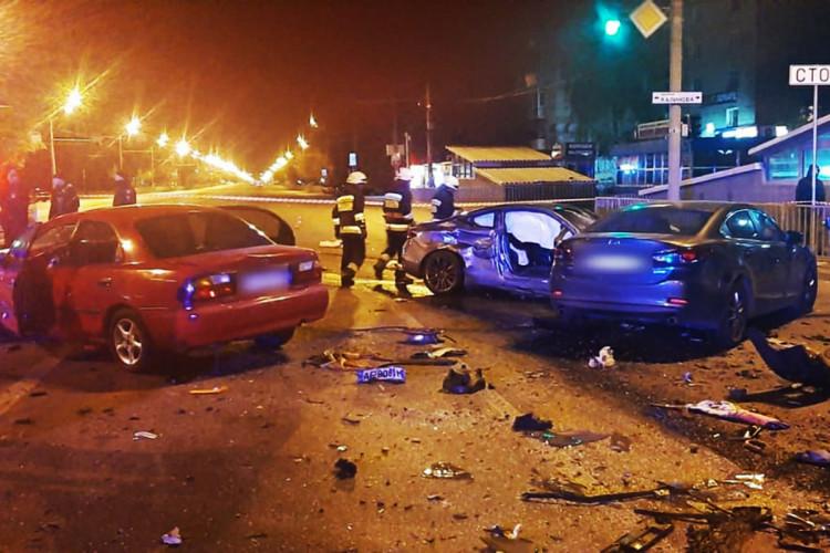 Масштабна автотроща: зіткнулося 5 автомобілів, загинула жінка