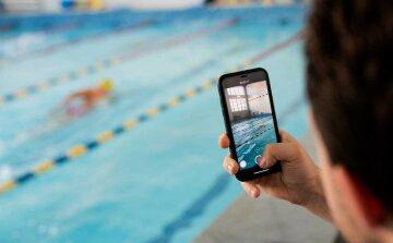 Заохотити дітей: спортсмени у Дніпрі влаштували незвичне шоу у басейні