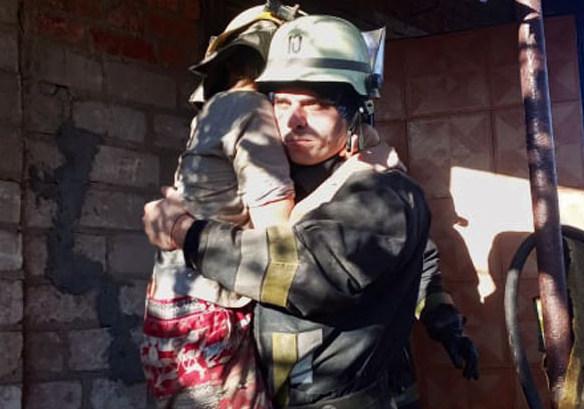 На пожежі рятувальники врятували дівчинку. Що трапилось з дитиною