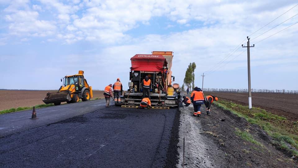 У Дніпропетровській області відремонтують асфальтне покриття доріг місцевого значення за 560 млн