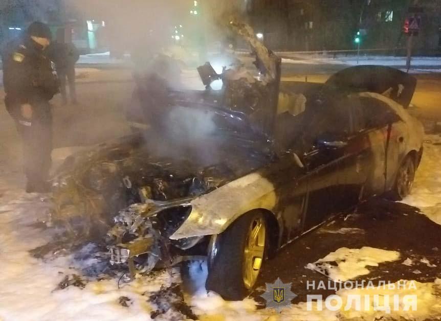 Поліція Кривого Рогу знайшла зброю та боєприпаси в згорілому авто