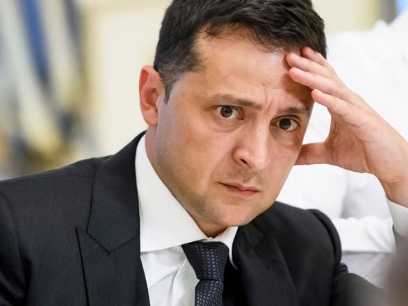 Журналісти з'ясували, що подарували Зеленському в його партії