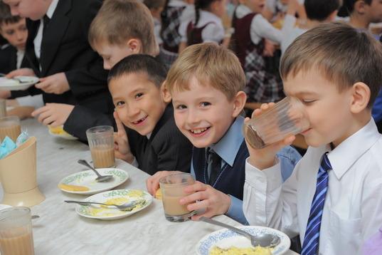 Департамент міськради Дніпра «зекономив» 0,5% на дитячому харчуванні від улюбленця за 439 мільйонів