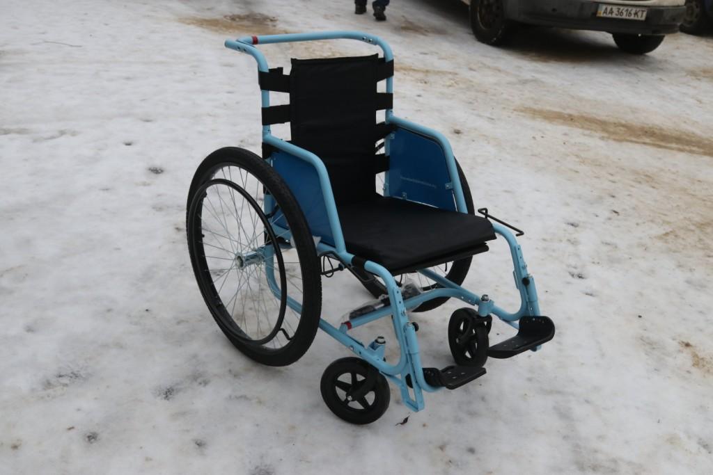Лікарні та УТСЗН Кривого Рогу отримали понад 500 інвалідних візків