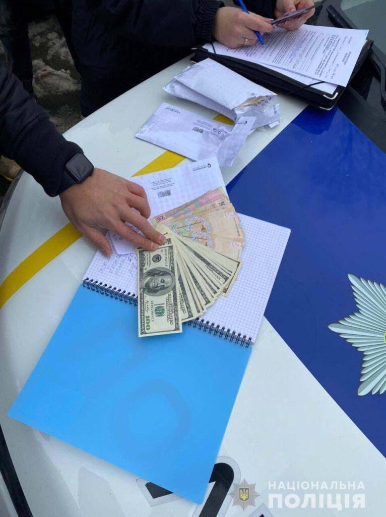 У Дніпрі поліцейські затримали двох жінок, які обманом заволоділи грошима літньої жінки