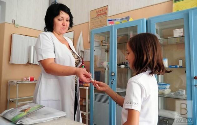 Оклади шкільних медиків планують підвищити на 50%