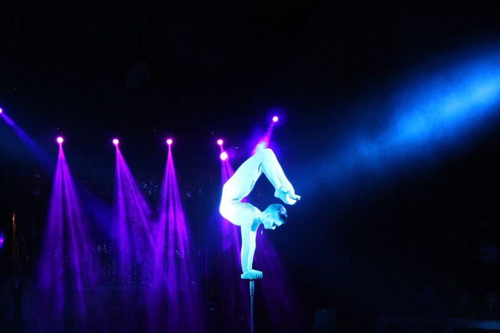 Цирковой номер Виктории Дзюба в жанре эквилибр-каучук