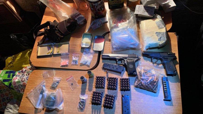 У Кривому Розі правоохоронці вилучили боєприпаси та наркотики