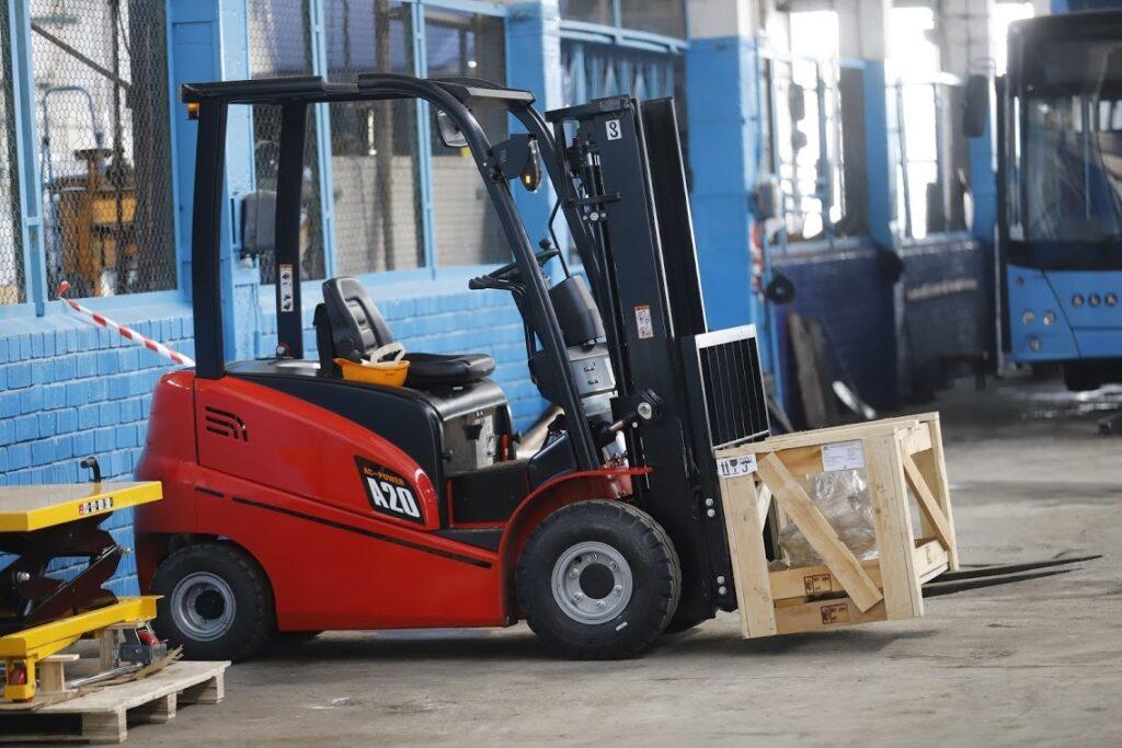 Оновлення за контрактом ЄБРР: тролейбусні й трамвайне депо Дніпра отримали понад 60 одиниць обладнання та сотні запасних частин