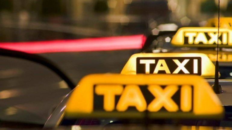 У Дніпрі мирно страйкували таксисти (відео)