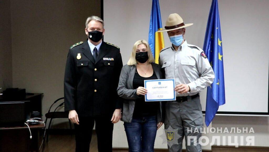 У Дніпрі оператори служби «102» з шести областей пройшли навчання, яке покращить комунікацію з іноземцями