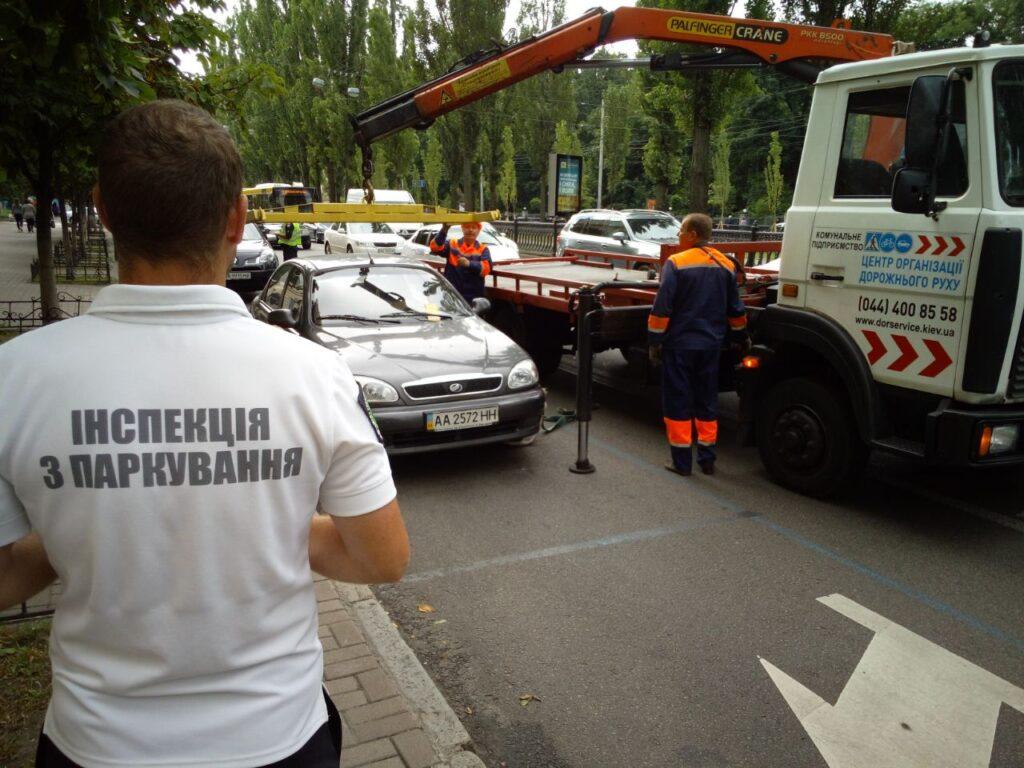 Паркувальна інспекція Дніпра віддає 37 мільйонів фірмам екс-комунальника