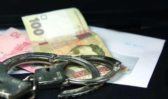У Кам'янському затримали трьох осіб, які намагалися дати хабар поліцейским