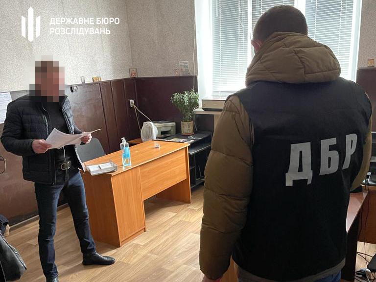 На Дніпропетровщині поліцейські душили та били чоловіка