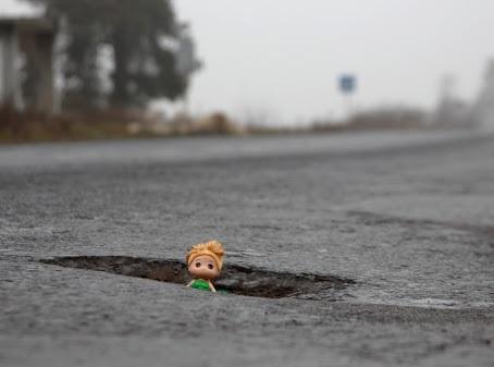 Активісти показали як руйнується відремонтована траса Дніпро-Запоріжжя (відео)