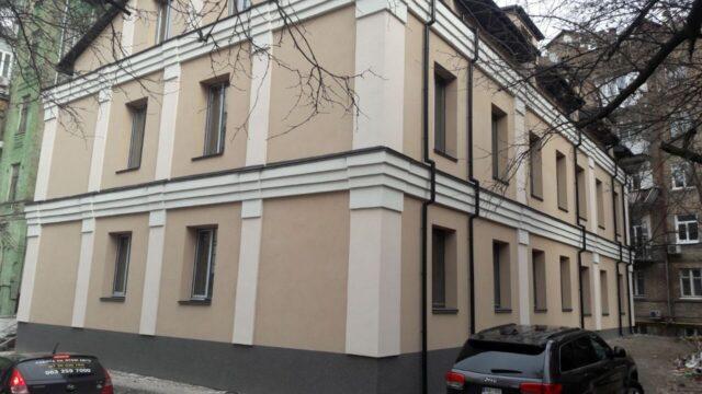 Рішення судді з Дніпра, який переховується від слідства, використали для захоплення землі у центрі Києва