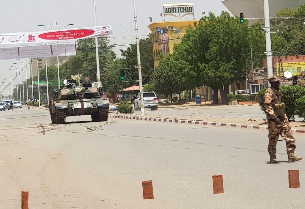 У африканському Чаді вбито президента, повстанці загрожують захопити столицю