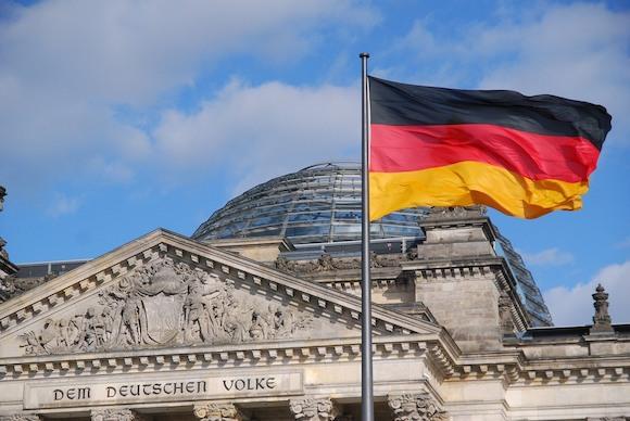 """Німеччина вводить  закон про """"екстрене гальмування"""", щоб приборкати Covid"""