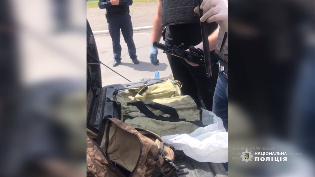 Кам'янчанин перевозив у автомобілі гвинтівку, гранату та боєприпаси