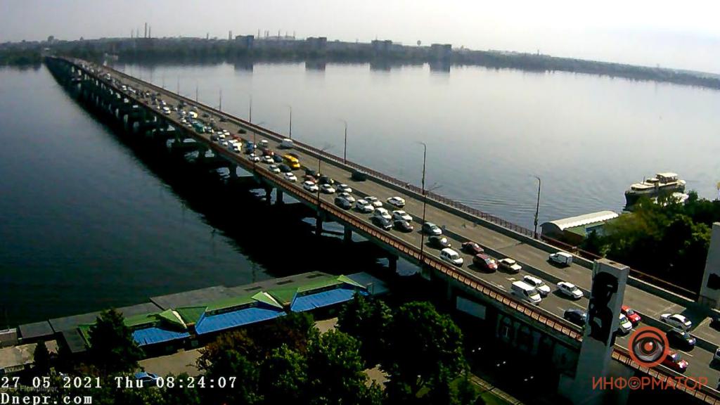 Через приїзд посадовців у Дніпрі тимчасово відключили світлофори: місто стоїть у заторах