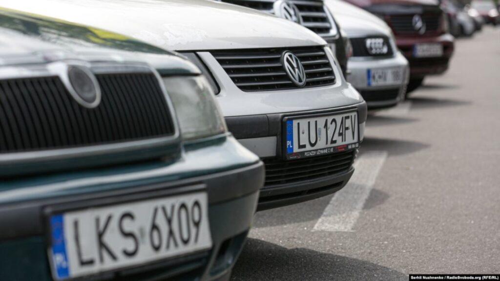 Зеленський підписав закони щодо пільгового розмитнення авто з єврономерами