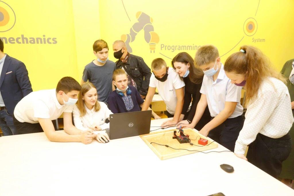 У двох школах Дніпра відкрилися сучасні кабінет праці та лабораторія мехатроніки