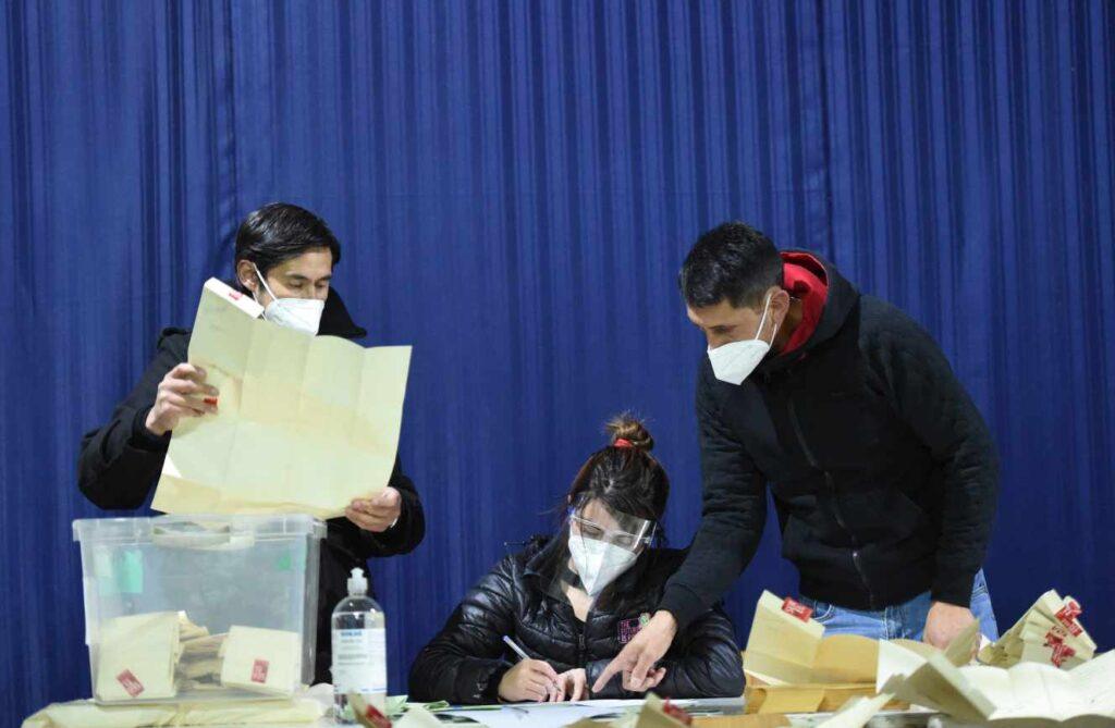 У Чилі голосують за зміну Конституції, успадкованої від Піночета