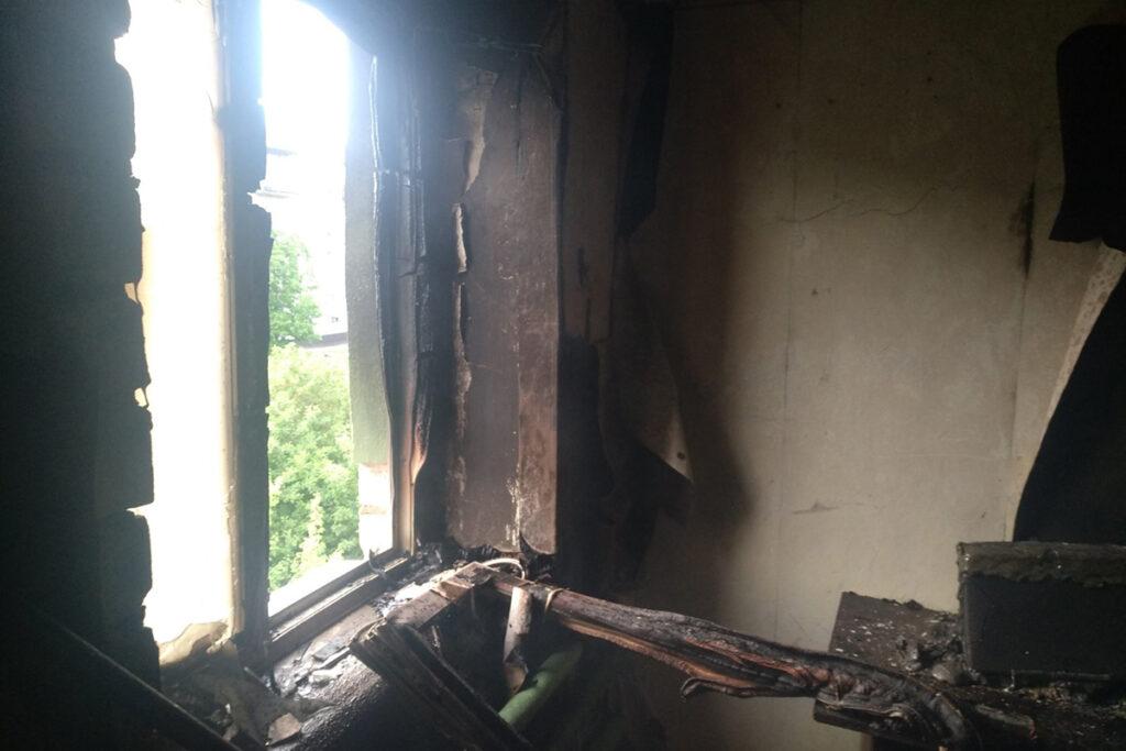 На Дніпропетровщині вогнеборці врятували сім'ю з палаючого будинку