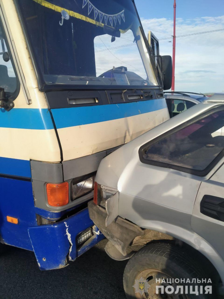У Дніпрі в ДТП із автобусом постраждали пасажири