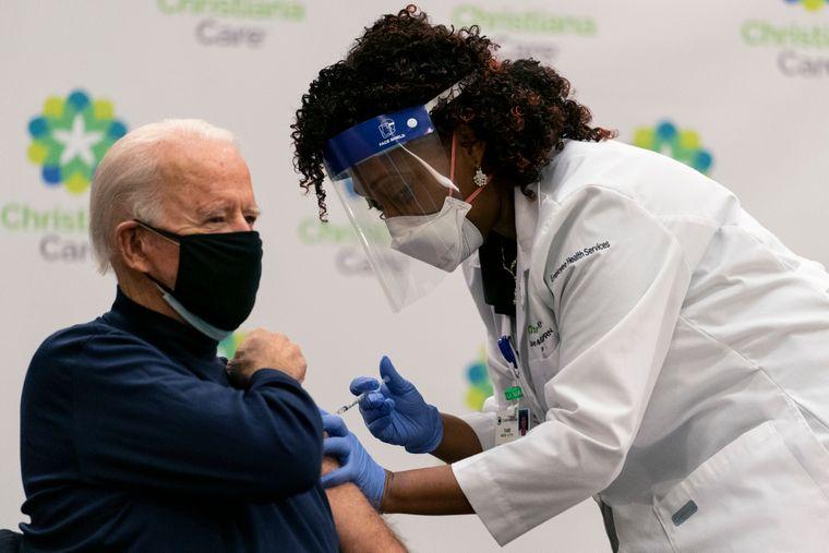 Байден планує вакцинувати 70% дорослих американців до 4 липня