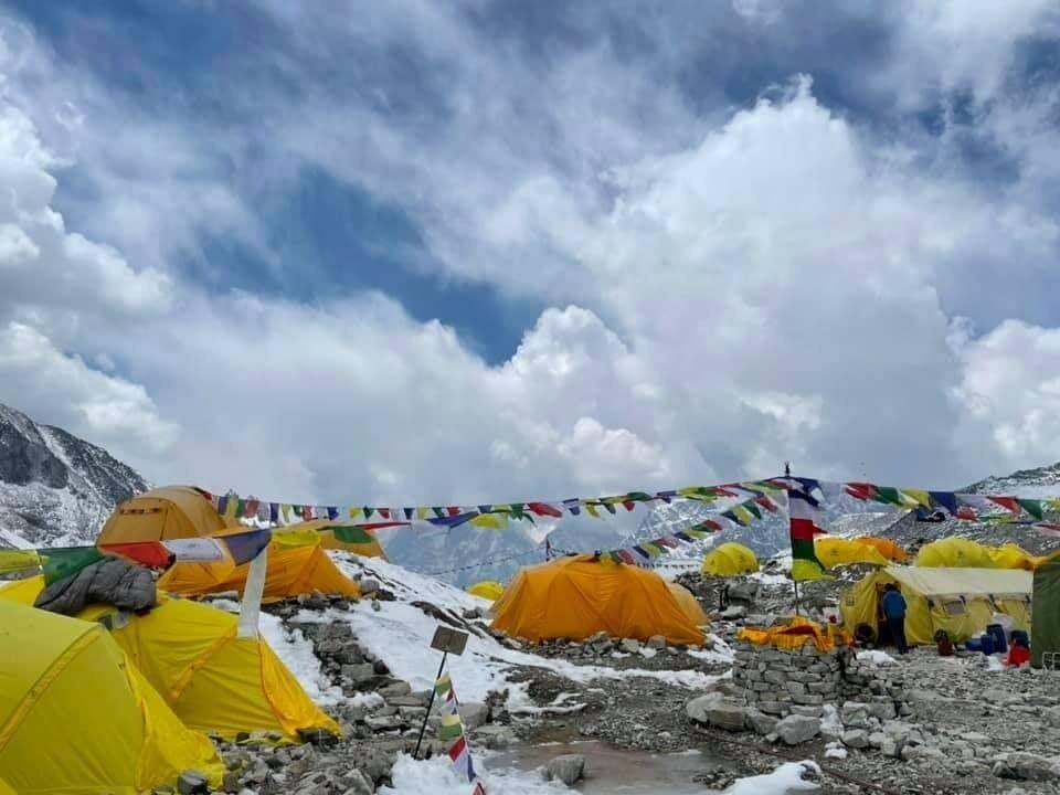 Українські альпіністи хочуть одягти вишиванки на вершині Евересту