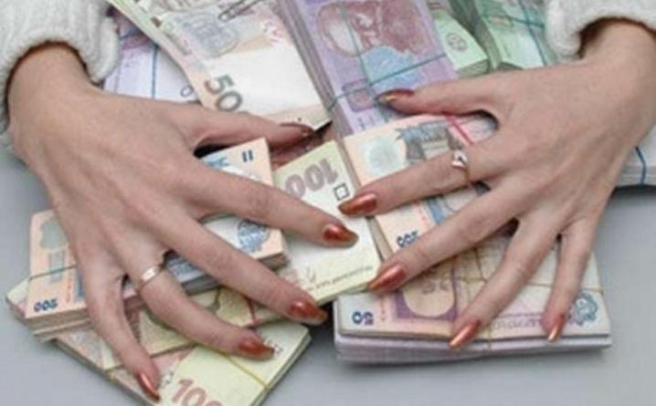 У Дніпропетровщині правоохоронці затримали шахрайку, яка ошукала людей на 300 тисяч гривень