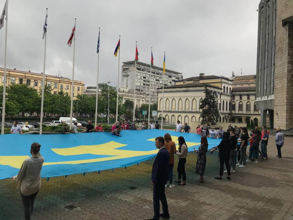 У Дніпрі долучилися до відзначення Дня прапору кримських татар (фото)