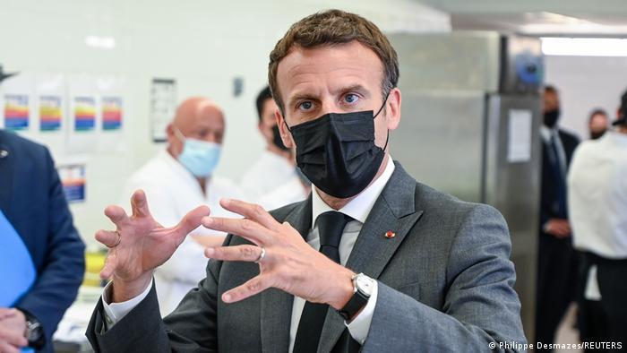 Макрон отримав ляпаса під час поїздки по півдню Франції