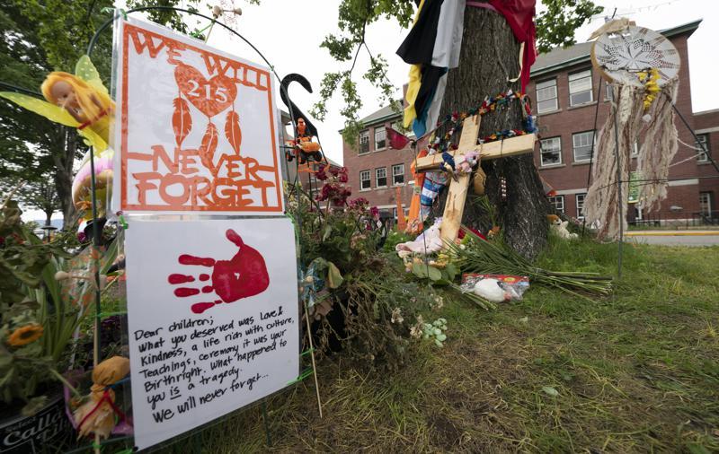 В колишній школі для корінних народів Канади знайшли безіменні могили