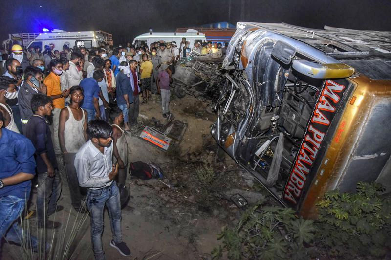 В Індії розбився автобус с робітниками-мігрантами. 17 людей загинуло