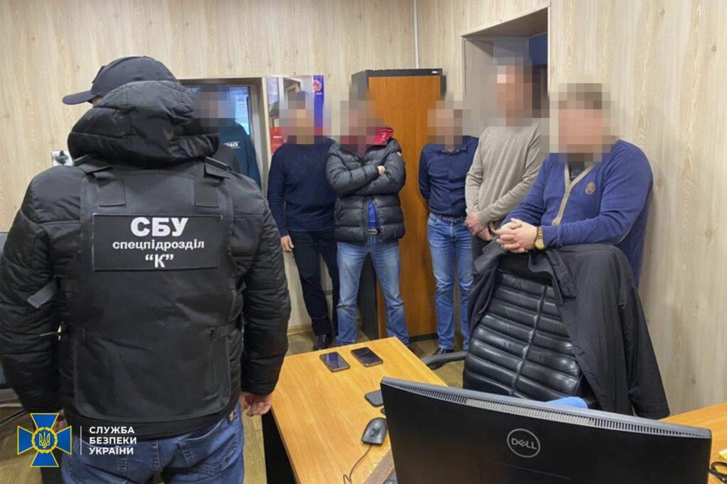 СБУ на Дніпропетровщині викрила масштабну корупційну схему по розмитненню авто
