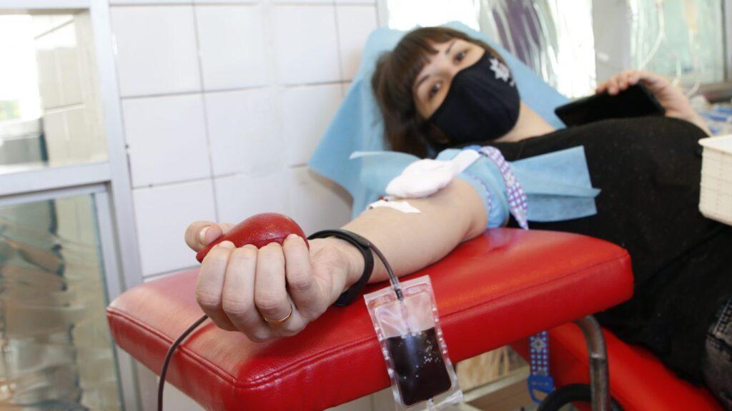 Всесвітній день донора: обласна станція переливання крові щомісяця заготовляє до 700 літрів крові