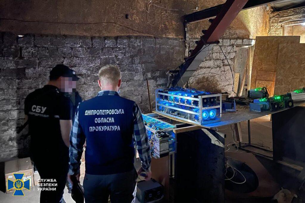 Криптовалюта «прямо із трансформатора»: СБУ на Дніпропетровщині заблокувала майнінг-ферму