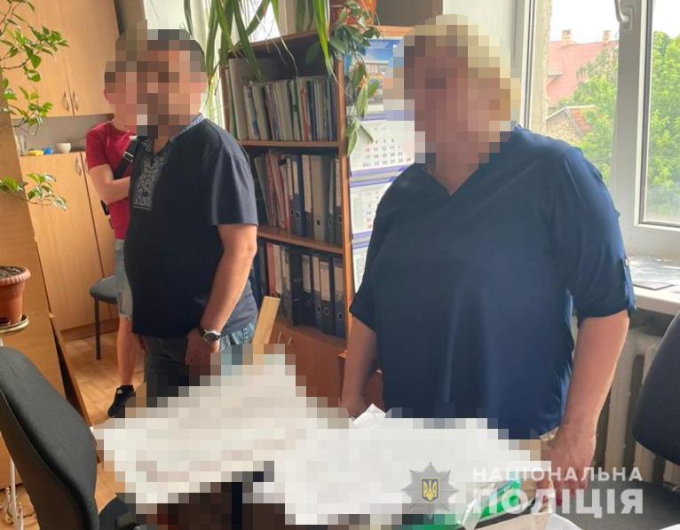 На Дніпропетровщині викрили на хабарництві посадовців обласного управління держпраці