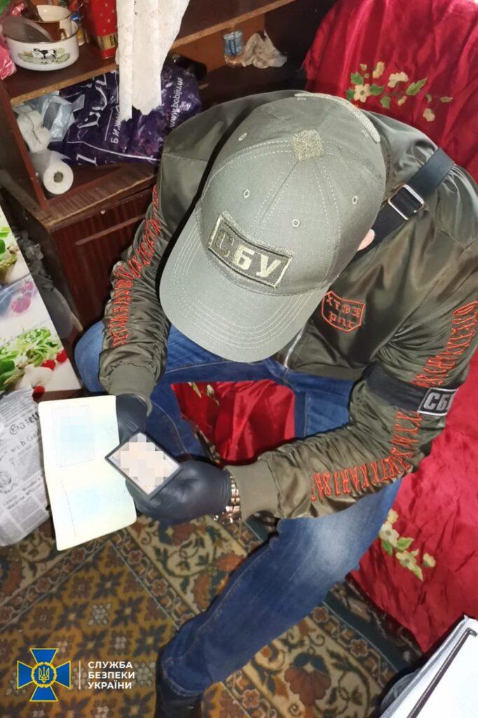 Бізнес з підробки документів для отримання  статусу переселенця організувала мешканка Дніпра – СБУ