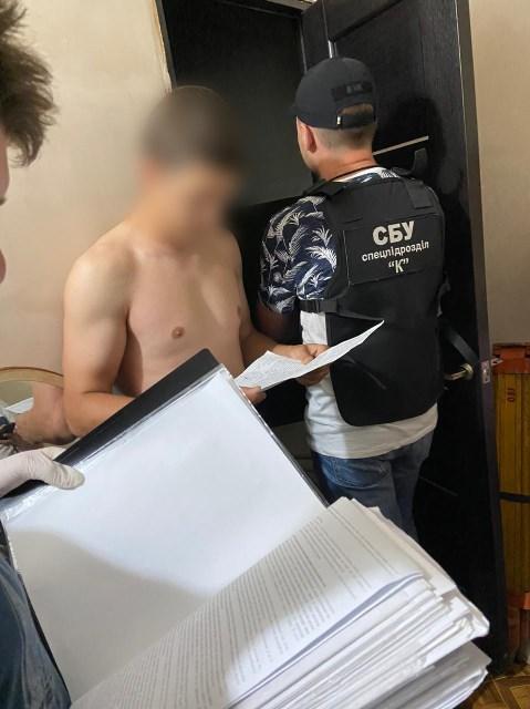 На Дніпропетровщині затримали криворіжця за контрабанду спецтехніки з прослухування