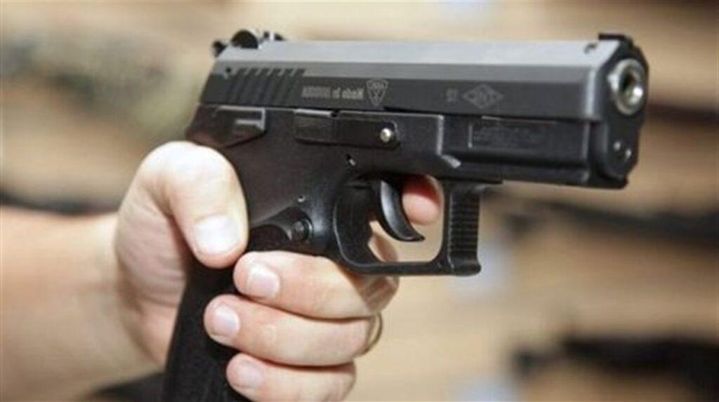 В Павлограді поліцейські затримали чоловіка, який стріляв в знайомого