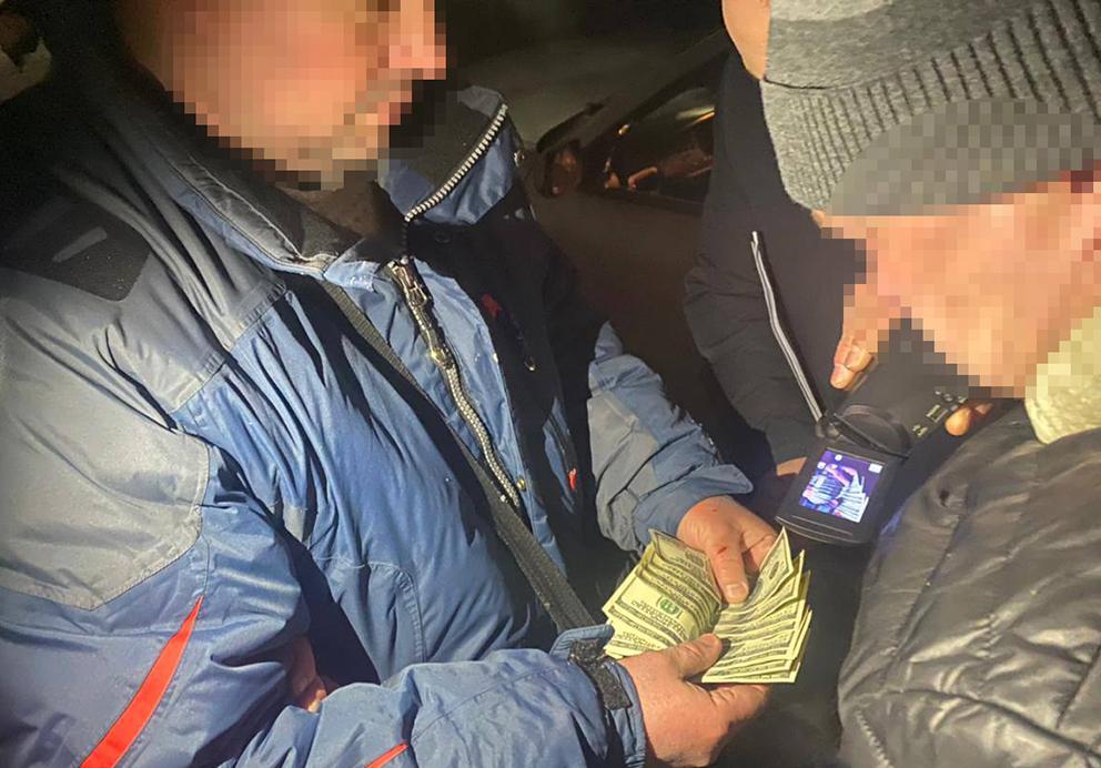 Державне бюро розслідувань відправило в суд справу дніпровського поліцейського-шантажиста та його спільника