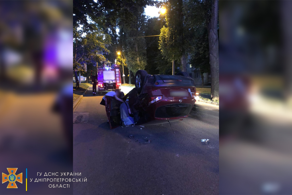 У Дніпрі зіштовхнулися Nissan і Renault: дві людини постраждало
