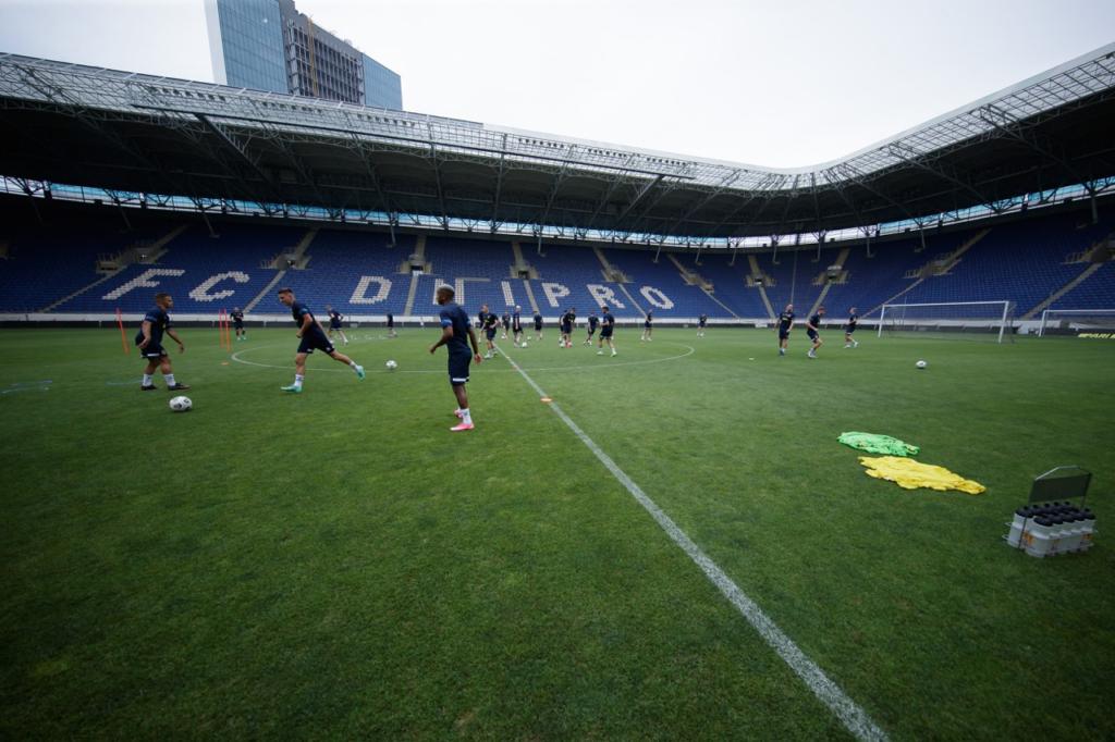 """СК """"Дніпро-1"""" провів відкрите тренування для вболівальників"""
