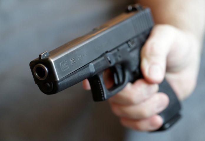 Поліцейські затримали криворіжця, який погрожував зброєю дітям
